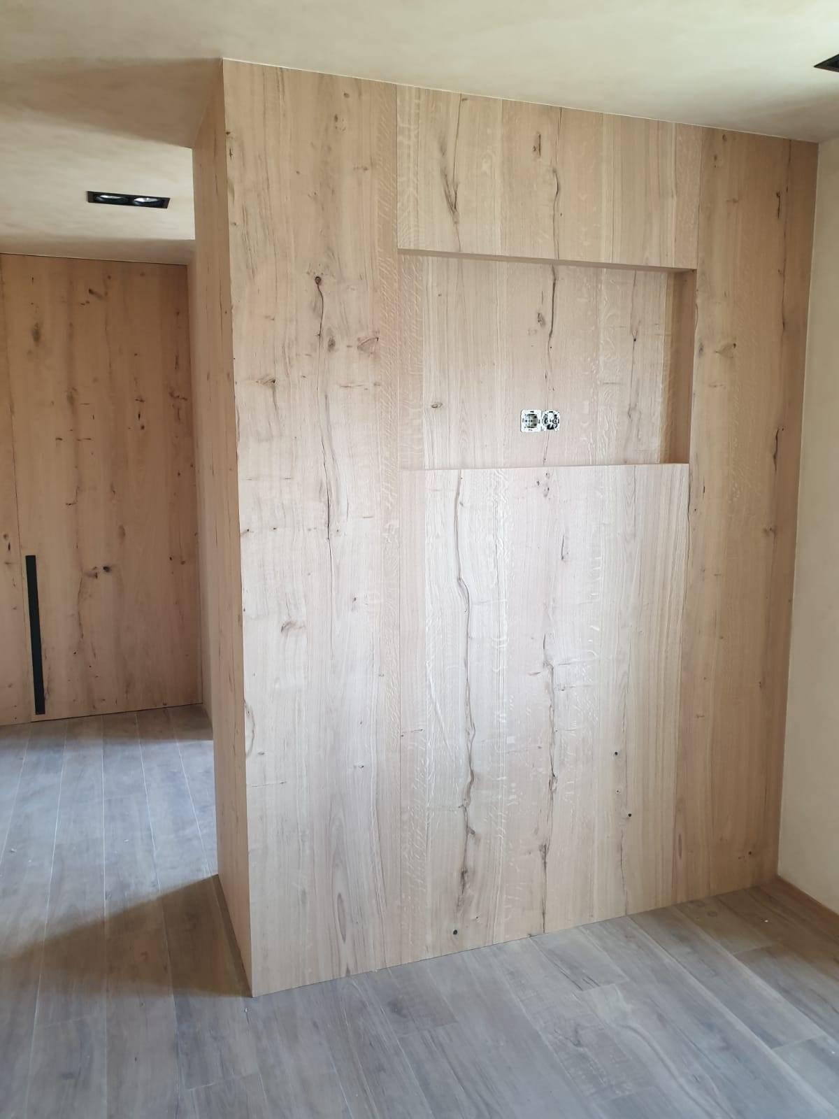 decoracion-rosa-lopez-decoradora-interiores-madera-mobiliario-pared-microcemento1